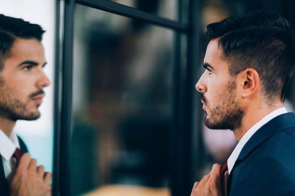 Sağlam rahat diyaloglar kurmak , sosyal medyayı dengeli kullanmak, kariyer basamaklarını içe dönük kişilik eğilimi olanlara göre daha hızlı çıkmak daha mutlu olmak ve hatta daha uzun yaşamak şimdi elinizde. Bu frekansların üzerine döşenmiş bilinçaltı telkinleri dinleyerek kendi seçtiğiniz yeni benlik tasarımınız kendiniz yapın.